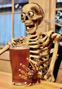скелет с пивом