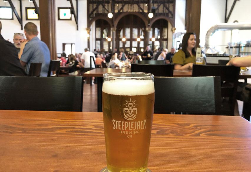 пиво в церкви